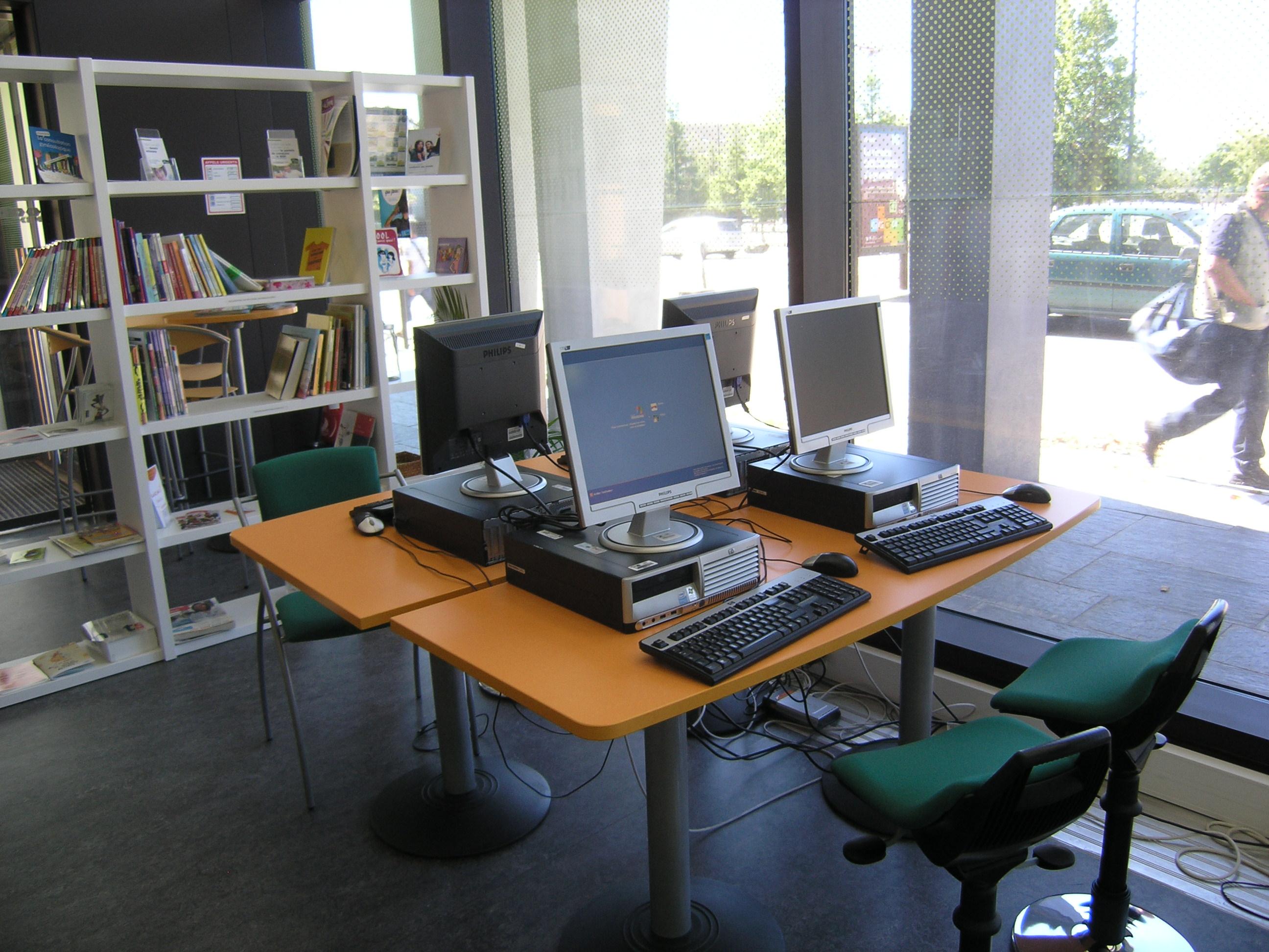espace accueil et informatique Rez-de-chaussée
